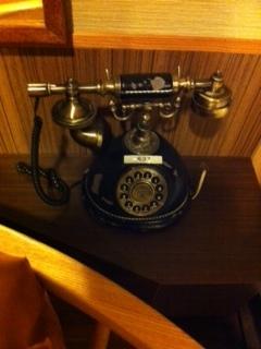 アンティークな電話.JPG